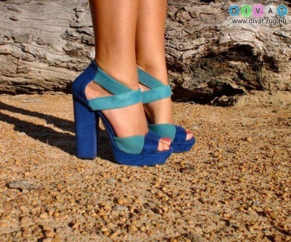 Pántok, hegyes orrok és vastag sarkak jellemzik az idei cipődivatot