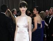 Elnézést kért ruhája miatt a Valentino divatháztól Anne Hathaway