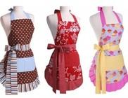 A konyhában is divatosan: trendi kötények