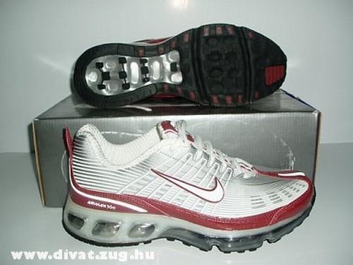 Nike piros és ezüst színû cipõ