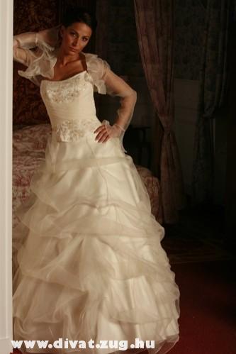 Shaila menyasszonyi ruha