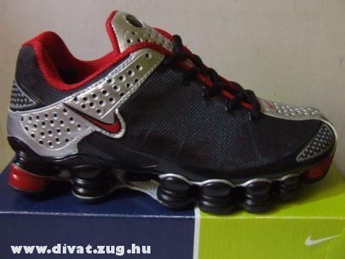 Fekete-piros Nike cipõ