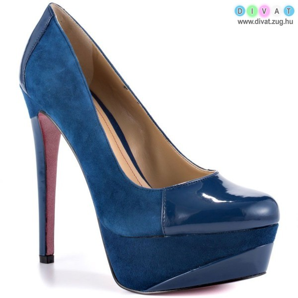 Extra magassarkú cipő