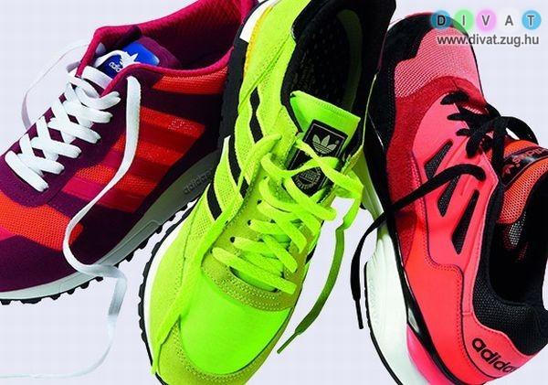 Színes edzőcipők
