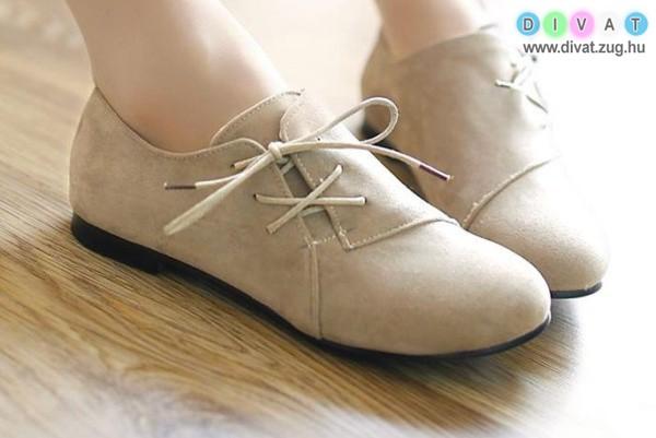 Oldaltfűzős tavaszi cipő