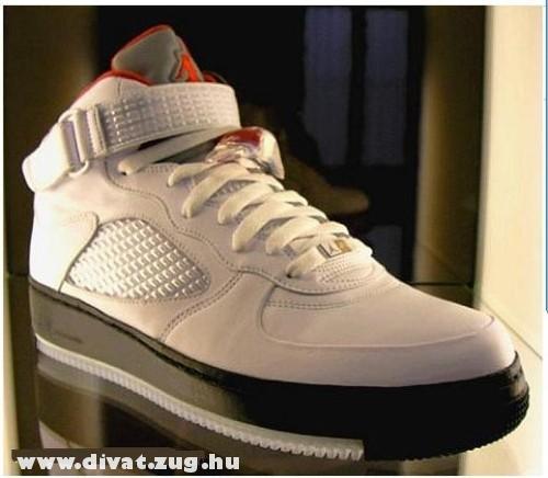 Fehér-fekete cipõ