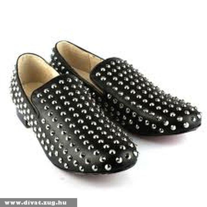 Szegecses férfi cipõ