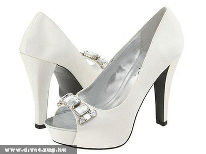 Alkalmi fehér cipõ