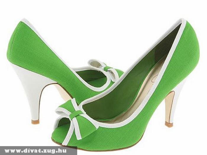 Zöld magassarkú cipõ