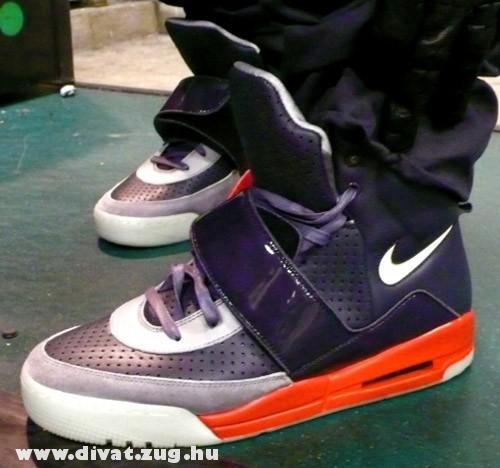 Nike narancssárga-szürke cipõ