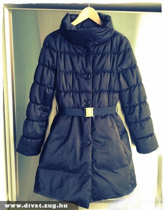 Sötétkék dzsekis kabát