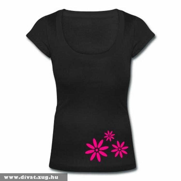 Fekete póló pink virágmintával