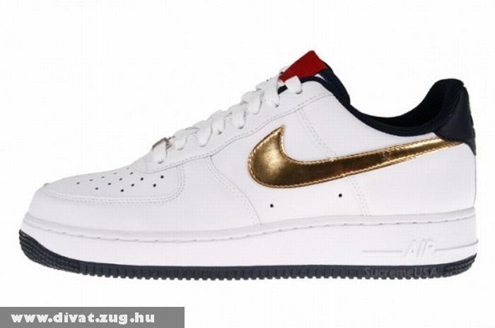 Arany-fehér színû Nike cipõ