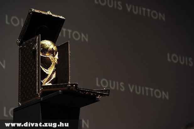 Louis Vuitton csomagolja a vb serleget