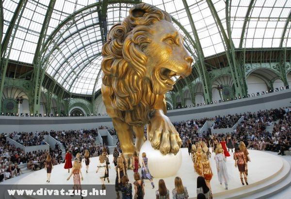 Chanel bemutató az arany oroszlánnal