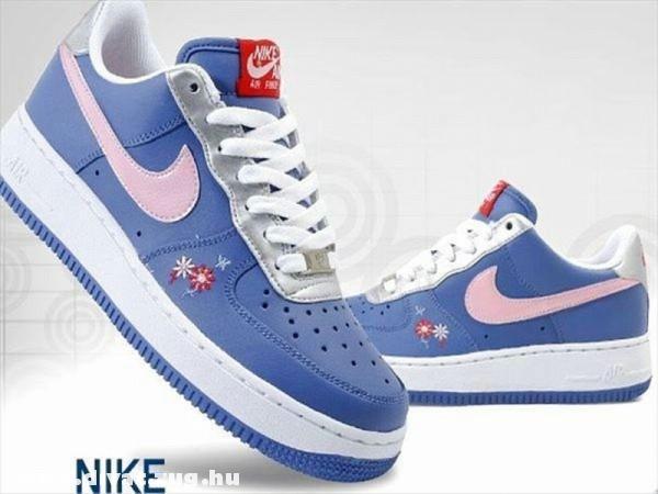 Lányka Nike cipõ