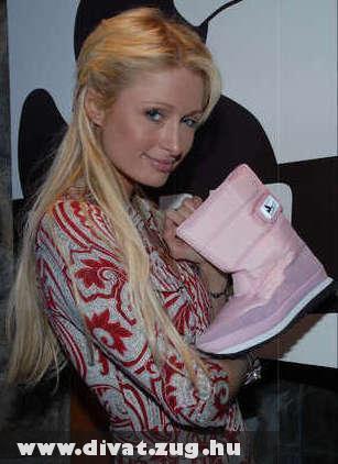 Paris Hilton csizmát vásárol