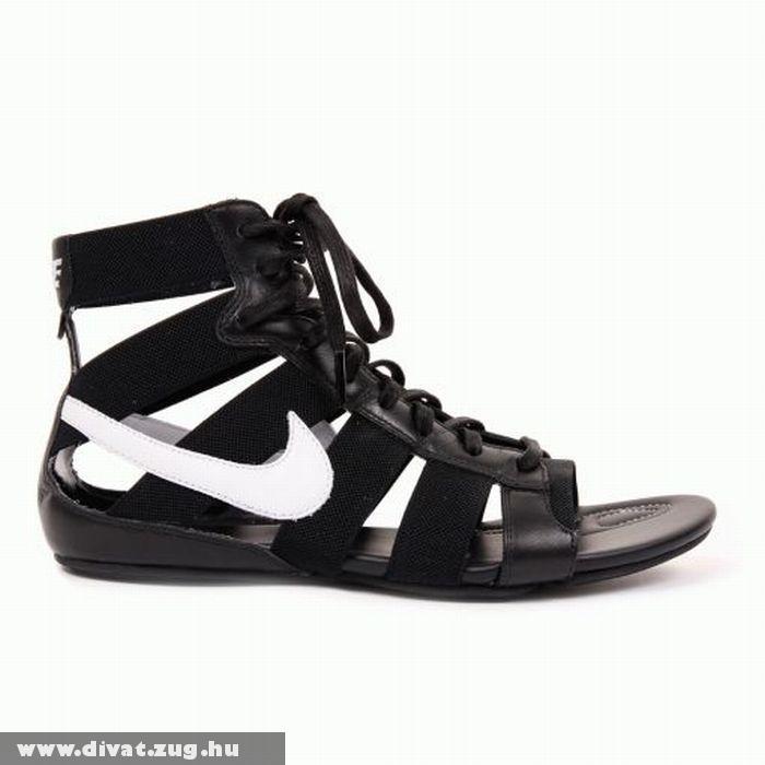 Nike saru feketében
