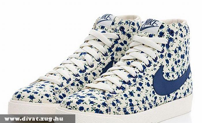 Kék virágos cipõ · Galéria · Divat Magazin 28468e190f