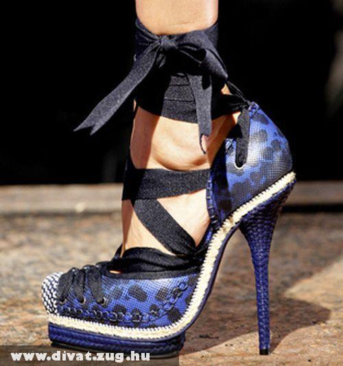 Kék színû szalagos Dior cipõ