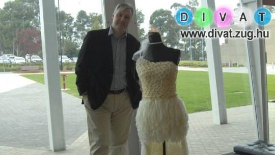 Óvszerből és vécépapírból készült esküvői ruha