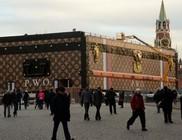 Óriási Louis Vuitton utazóláda a Vörös téren
